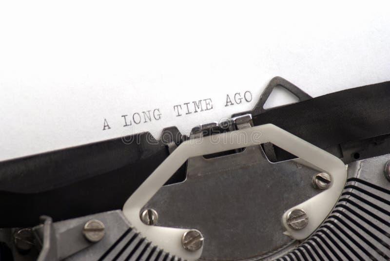 Lang geleden geschreven op oude schrijfmachine stock afbeelding
