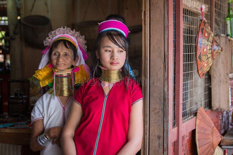 Lang-necked de stamvrouwen van de portret padaung stam Inlemeer, Myanmar, Birma royalty-vrije stock afbeeldingen
