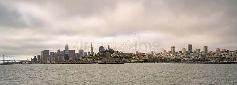 Lang Panorama San Francisco Fishermans Wharf City Skyline stock foto