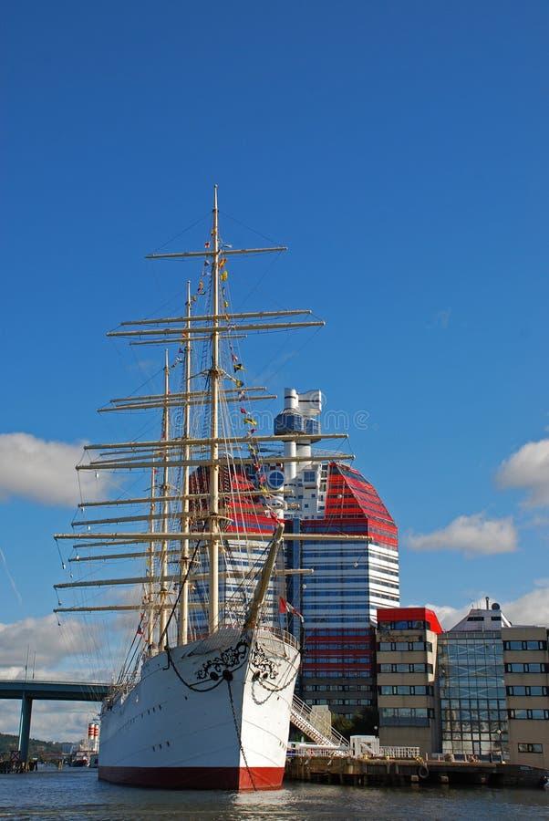 Lang schip in de haven van Gothenburg royalty-vrije stock foto's