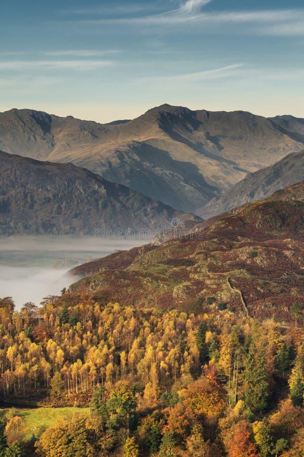 Langdale-Spiesse im Herbst lizenzfreie stockbilder
