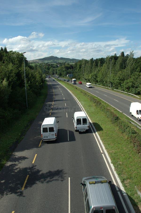 Lange Autobahn lizenzfreie stockbilder