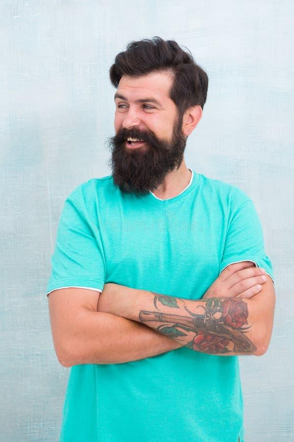 Lange baard kweken Uitdagingen zoals droogte in eigen haren en irritatie Zoek de beste vorm van het baardenontwerp voor gezichtsh stock foto
