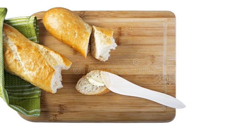 Lange baguette en houten botermes op houten scherpe raad stock afbeelding