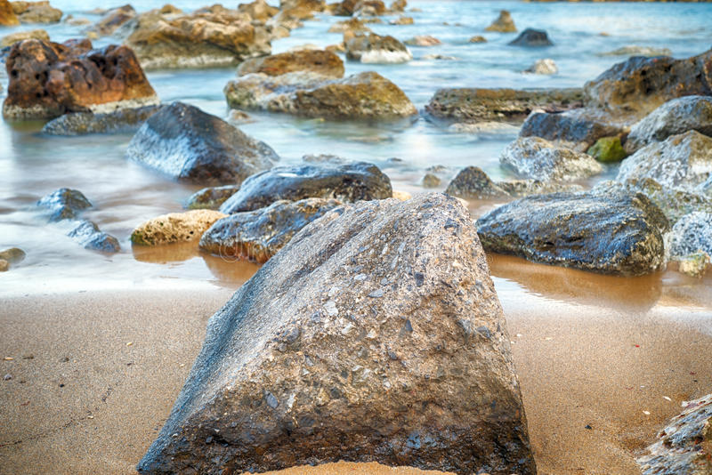 Lange Belichtung auf den Felsen! lizenzfreie stockbilder