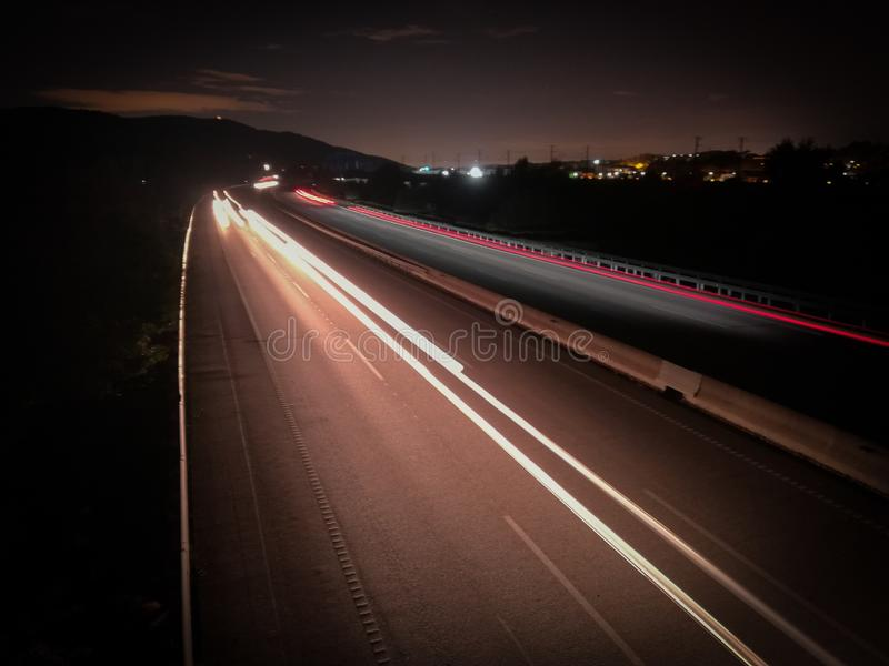 Lange Belichtung auf der Autobahn stockfotografie