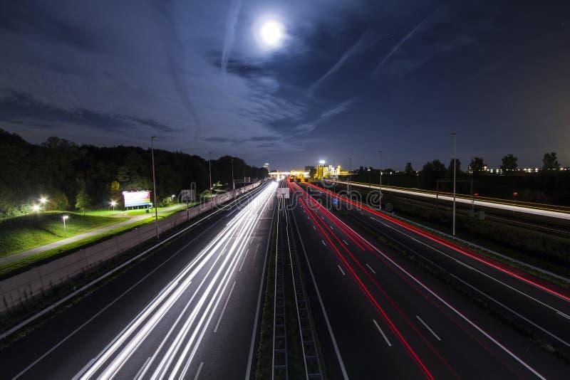 Lange Belichtung auf einer Fahrradbrücke stockfotografie