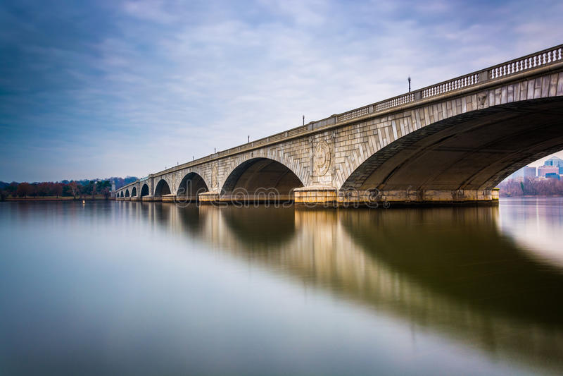 Lange Belichtung der Arlington-Erinnerungsbrücke, in Washington, D lizenzfreies stockfoto