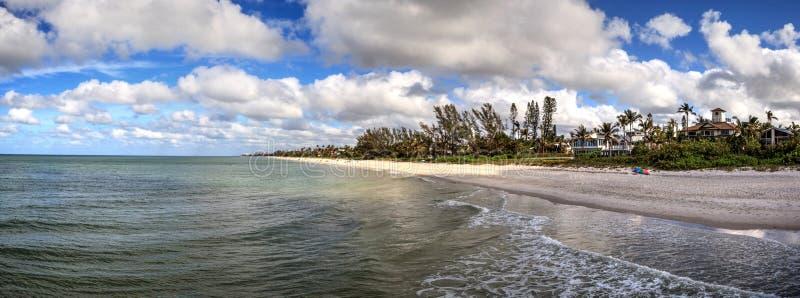 Lange Belichtung von Neapel-Strand, Florida im Fall lizenzfreie stockfotos