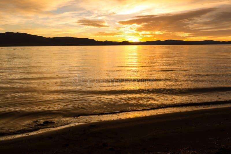 Lange Belichtung während des Sonnenaufgangs stockfotografie