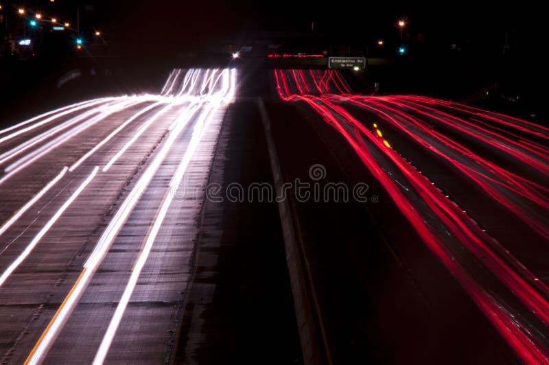 Lange Berührung des Autobahnverkehrs an lizenzfreie stockfotografie