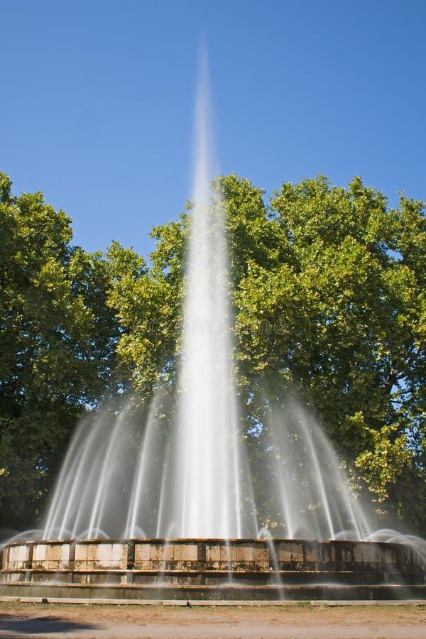 Lange Berührung des Brunnens stockbild