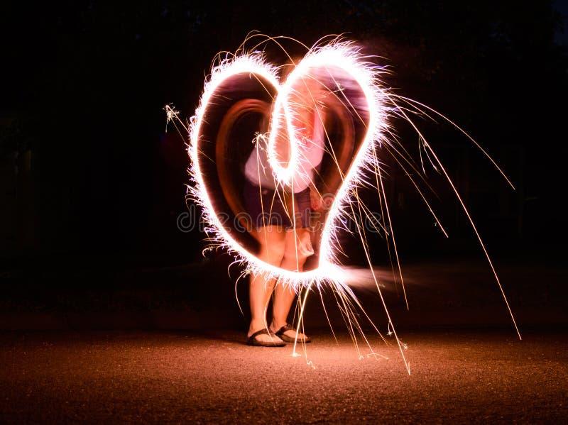 Lange blootstelling die van sterretje een hartvorm maken stock foto