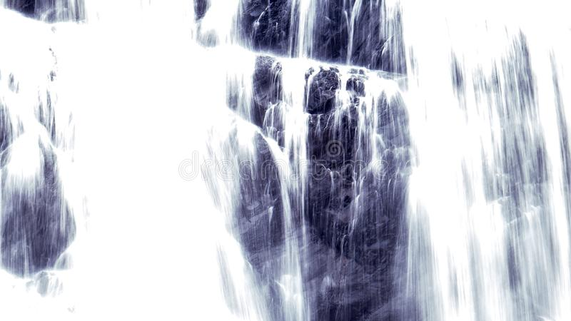 Lange Blootstelling: Vreedzame waterval met heel wat water stock fotografie