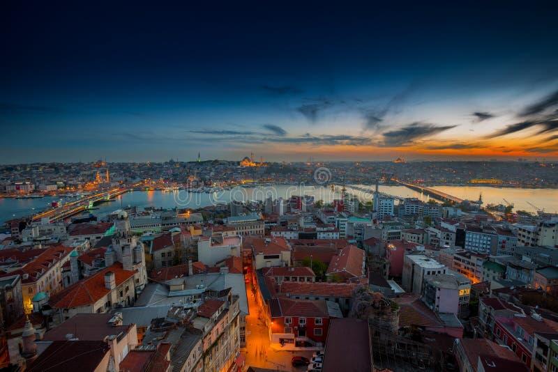 Lange blootstellings panoramische cityscape van Istanboel in mooie dra royalty-vrije stock foto's