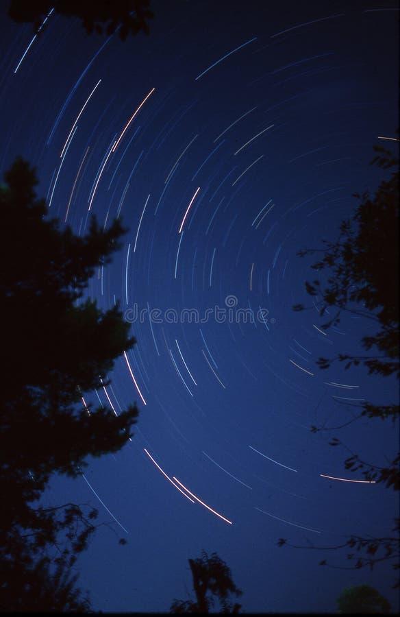 Lange blootstellingsfotografie van de nachthemel stock afbeelding