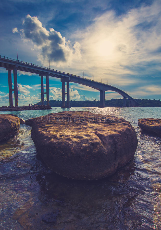 Lange brug in het overzees van Kambodja stock fotografie