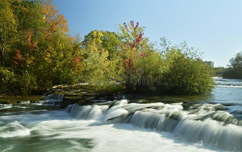 Lange die blootstelling van een Niagara-Rivier in New York wordt geschoten royalty-vrije stock afbeeldingen