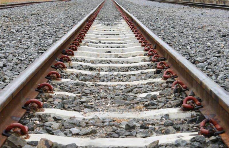 Lange Eisenbahn für Zug stockfotografie