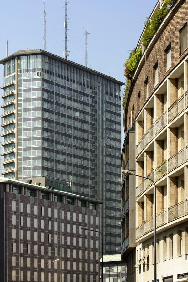 Lange gebouwen bij oude bedrijfshub, Milaan royalty-vrije stock afbeelding