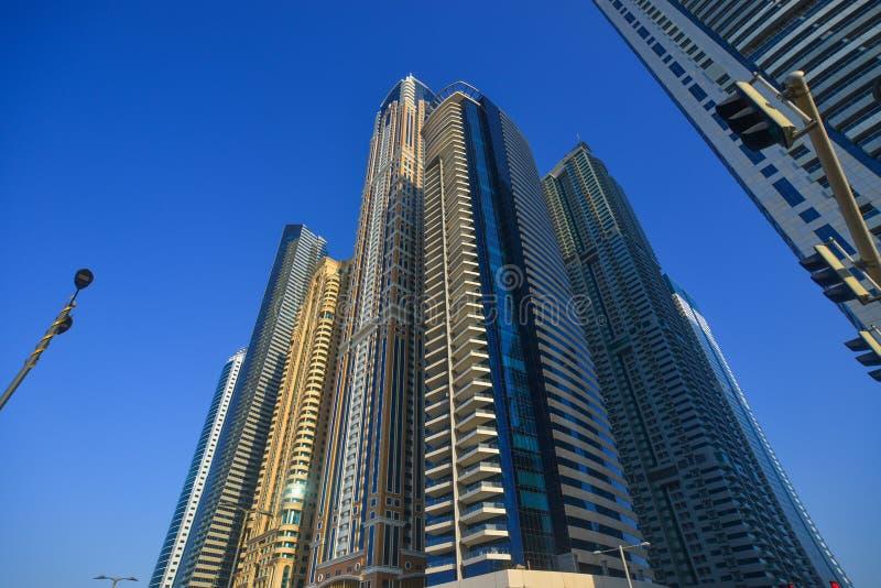 Lange gebouwen die in Doubai, de V.A.E toenemen royalty-vrije stock fotografie