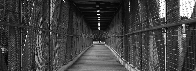 Lange Gehende Brücke Lizenzfreie Stockbilder