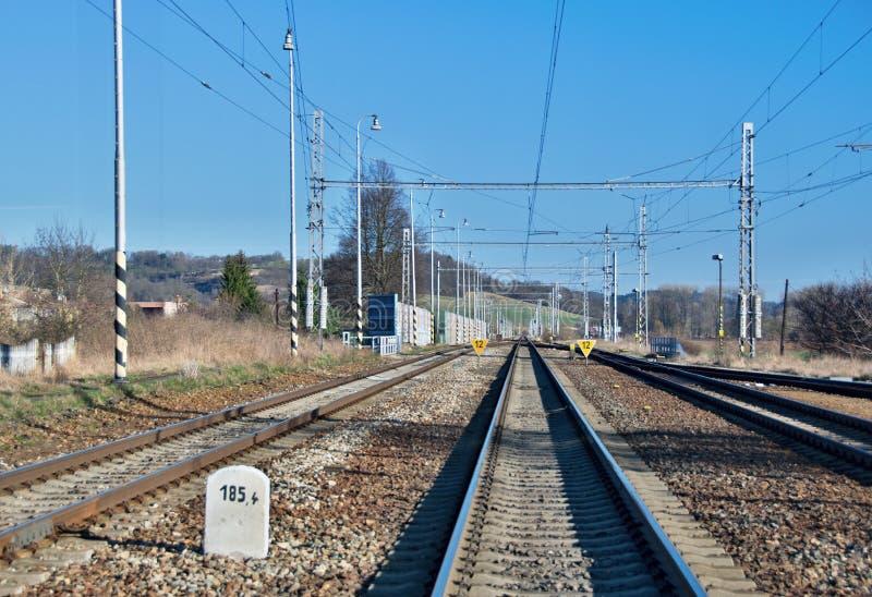 Lange gerade Eisenbahn stockbild