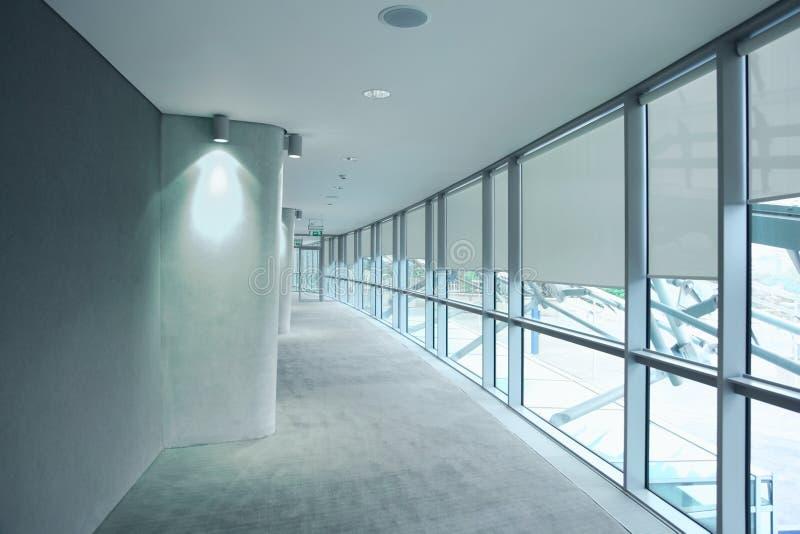 Lange grijze gang in een stadion Aviva stock fotografie