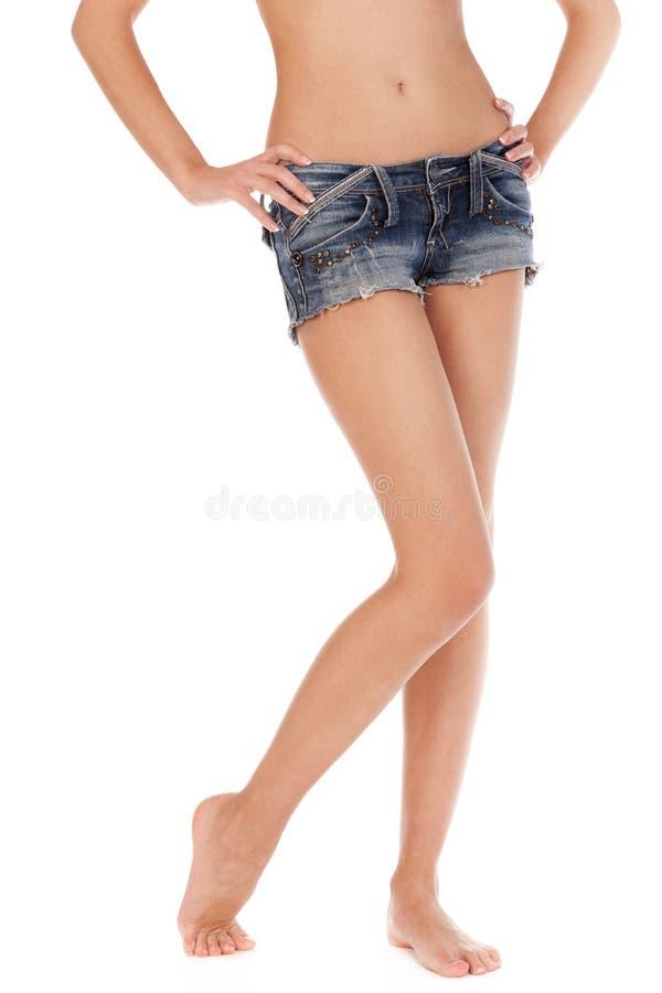 Lange hübsche Frauenfahrwerkbeine lizenzfreies stockfoto