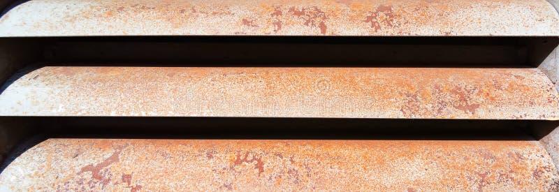 Lange horizontale achtergrond van een metaal roestig rooster royalty-vrije stock foto's