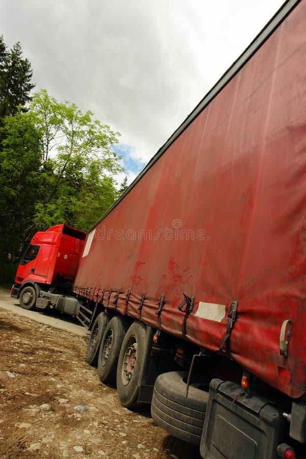 Lange opleggervrachtwagen royalty-vrije stock afbeelding