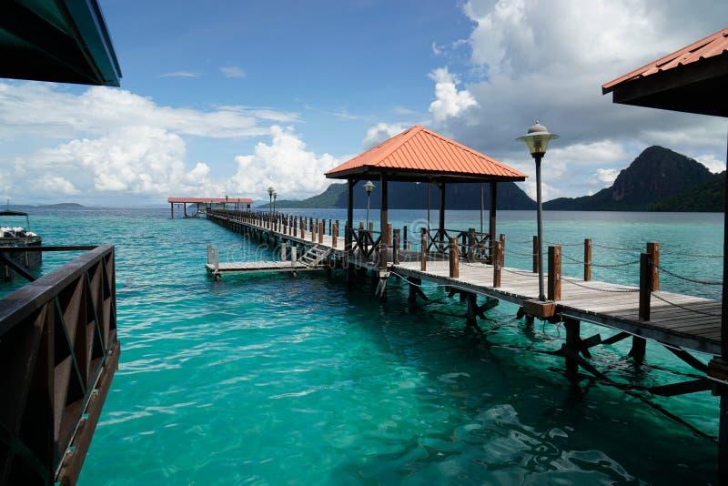 Lange pier in Bohey Dulang, Semporna, Sabah stock foto's