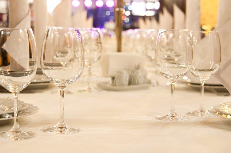 Lange restaurantlijst stock fotografie