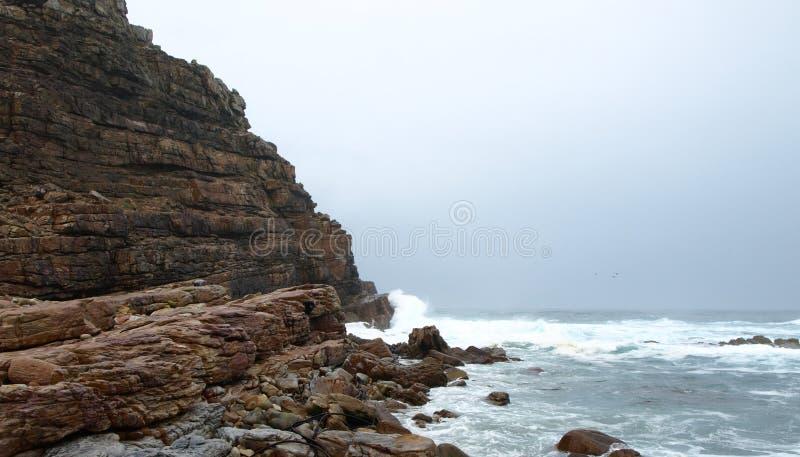 Lange rotsvormingen door het overzees royalty-vrije stock fotografie