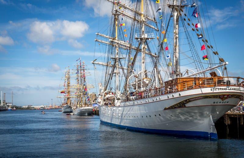 Lange schepen in Belfast Ierland royalty-vrije stock afbeeldingen