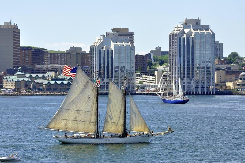 Lange schepen in de Haven van Halifax stock fotografie