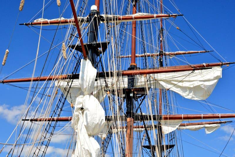 Lange schipmasten royalty-vrije stock afbeelding
