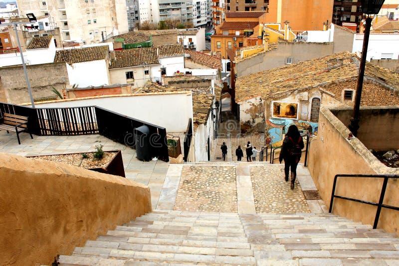 Lange treden in een straat van Villena stad in Alicante, Spanje stock fotografie