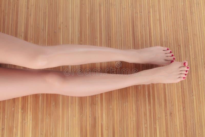 Lange vrouwelijke benen royalty-vrije stock foto