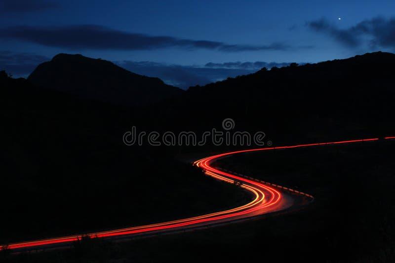Lange weg aan huis stock foto