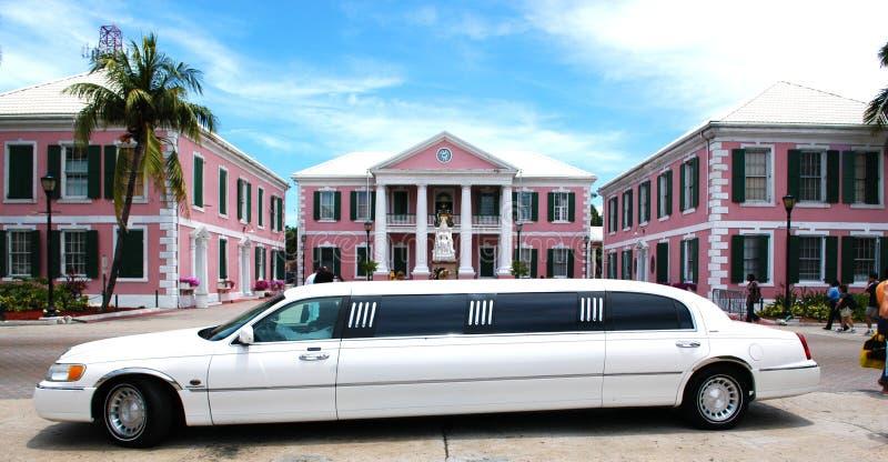 Lange weiße Limousine stockbilder