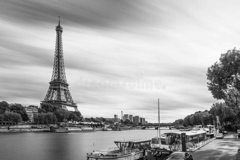 Langer Belichtung Eiffelturm lizenzfreie stockfotografie
