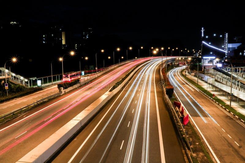Langer Belichtungslandstraßenschuß lizenzfreies stockbild