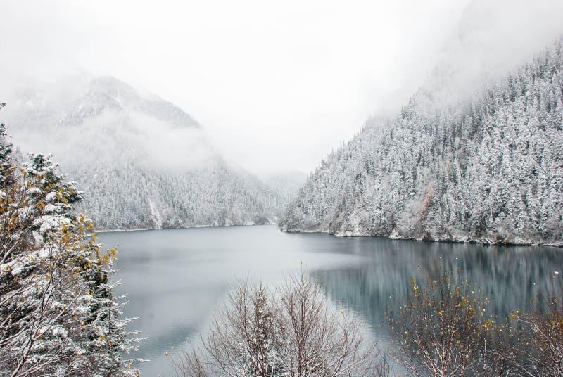 Langer See, in Jiuzhaigou stockbild