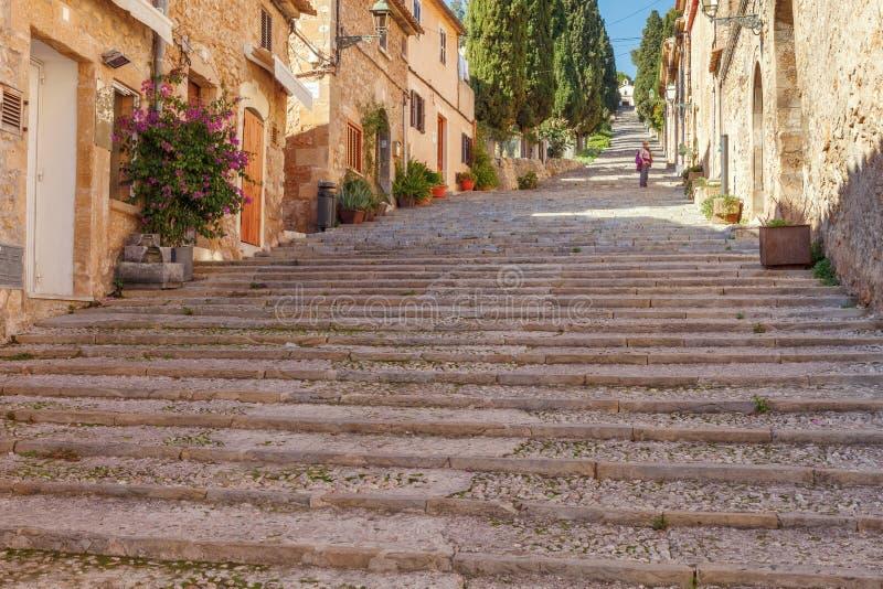 Langes Treppenhaus entlang über Crucis, mit mehr als drei hundert stockfotografie