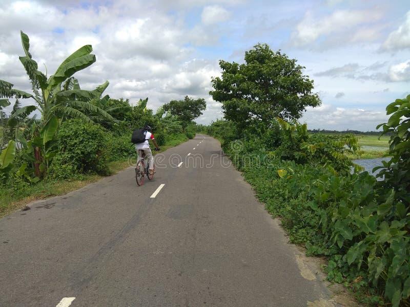 Langes Weisenradfahren lizenzfreie stockbilder