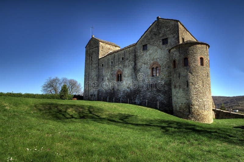 Langhe - das Schloss von Prunetto, im hohen Langa lizenzfreies stockbild