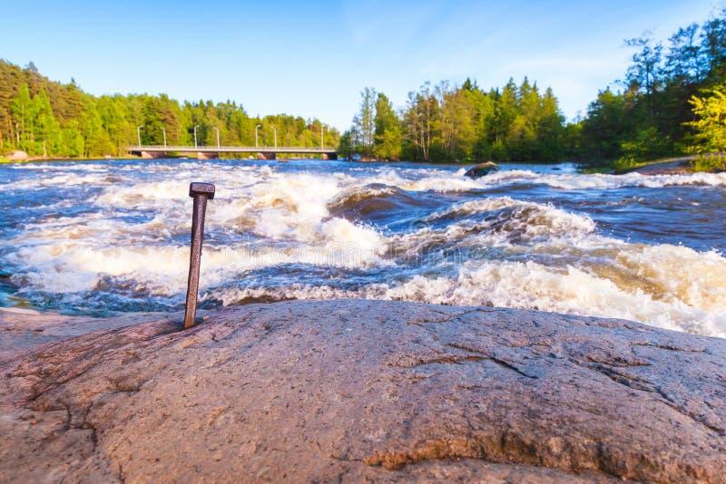 Langinkoski, snel lopend rivierwater, Finland stock fotografie