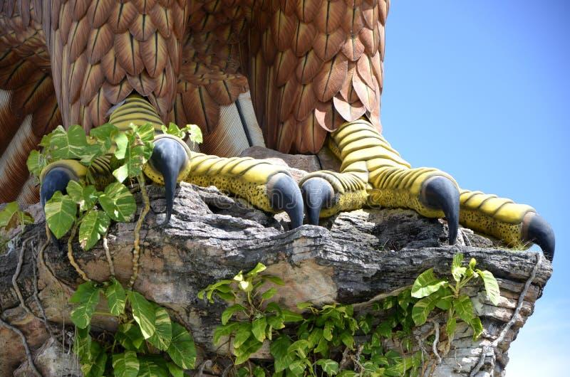 Langkawi Eagle Square Statue Feet e detalhe do close-up das garras imagens de stock royalty free