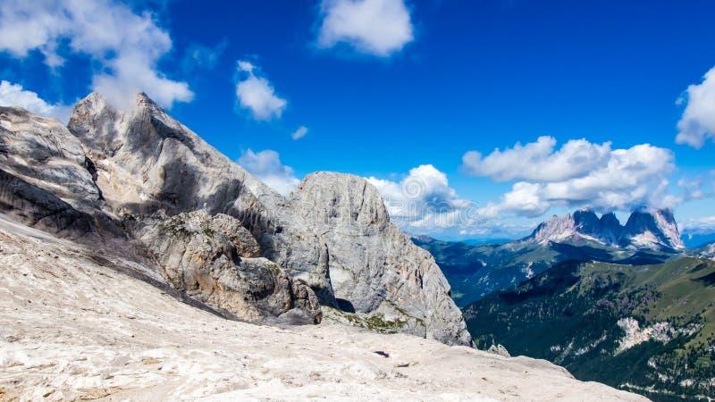 Langkofel小组,白云岩的断层块的全景 免版税库存图片